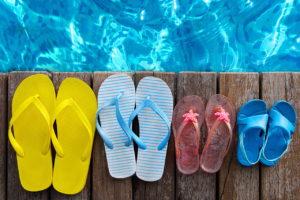 Summer_Flip-flops_Wood_planks_513625_1280x853